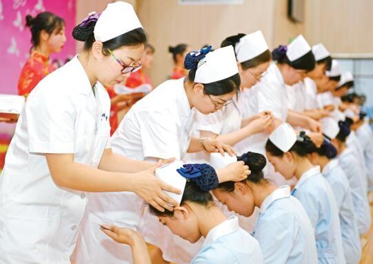 传光授帽纪念护士节