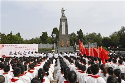 缅怀革命先烈 祝福祖国生日